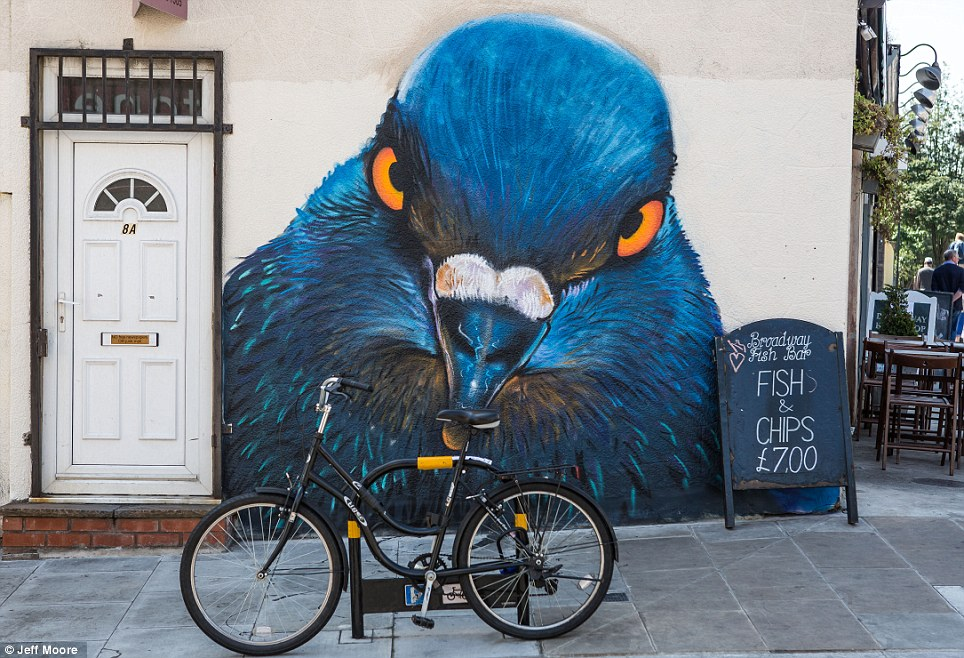 Pigeon in London ~ probably by Boe & Irony ~