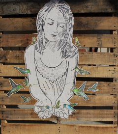 ~ By Issa Abou-Issa ~ Photo: womenstreetartists.com