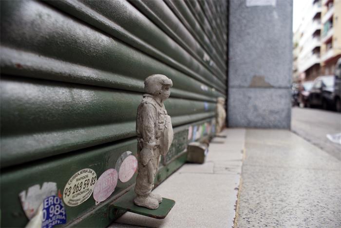street_art_isaac_cordal_6